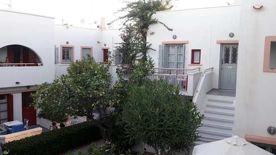 Nissia Kamares Hotel Apartments: 20160717_200554_large.jpg