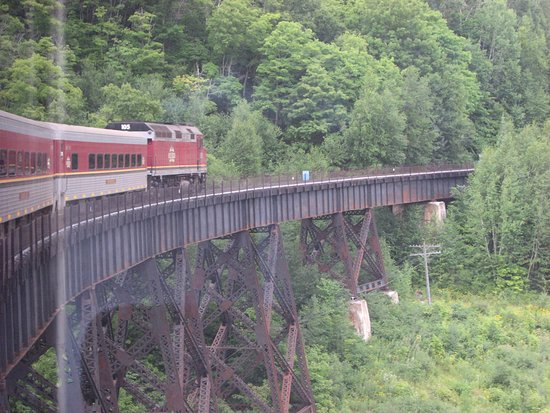 Sault Ste. Marie, Canadá: Crossing the Montreal River trestle.