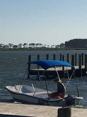 Snug Harbor Marina Boat Rentals: Josh taking the boat for clean up & prep for the next customer