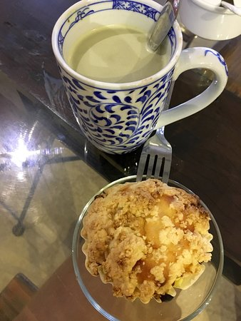 Authentic Soy Matcha Latte & the most delicious mango muffin ever!