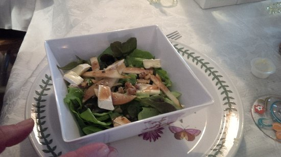 Fort Coulonge, Canada: BISTRO BOSC PEAR SALAD