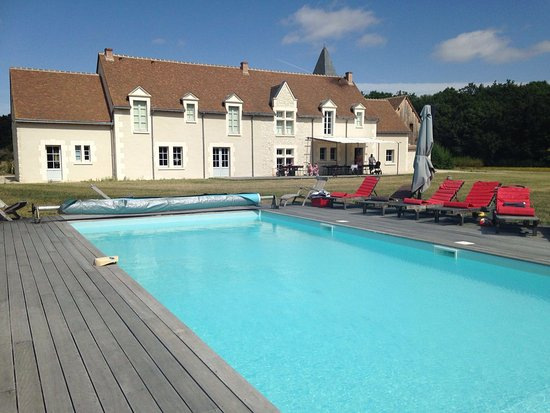 Monthou-sur-Cher, França: Pool and exterior