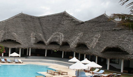 Garoda Resort: View of pool in front ot reception area with shop, offices and pub far right