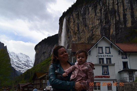 Lauterbrunnen Valley waterfalls: Beleza em magnitude...