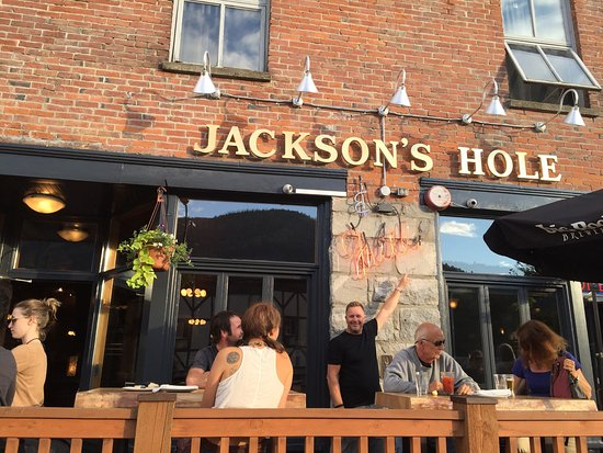 Jackson's Hole & Grill: Great time on the patio