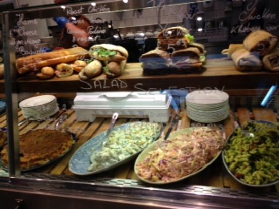 Benugo - Museum of London: サラダの種類が多くヘルシーです