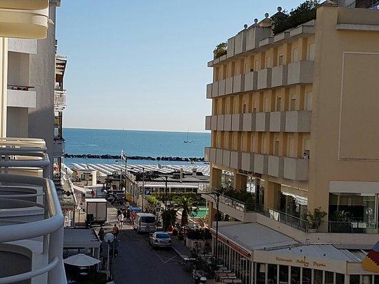 Mediterraneo Hotel & Suites: 20160809_082748_large.jpg