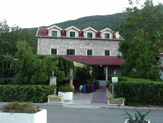 Hotel Milena: Last day - hence cases