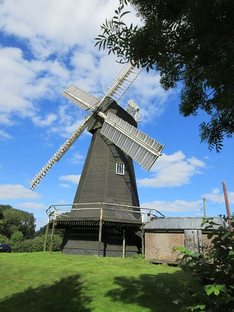 Stelling Minnis, UK: Smock mill on a sunny day!