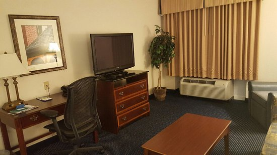 Hampton Inn and Suites Raleigh/Cary-I-40 (PNC Arena): photo5.jpg