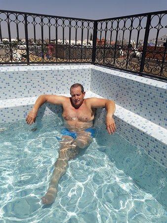 Riad Mouna: piscina