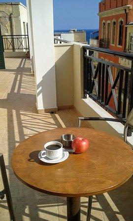 Hotel Mirabello: Terraza con vistas al mar