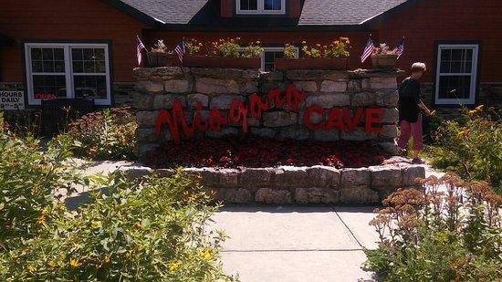 Harmony, MN: Niagara Cave
