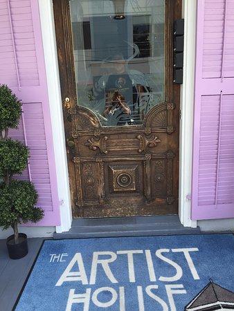Artist House Resmi