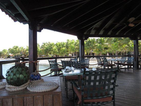 Harbour Village Beach Club: View from hotel restaurant looking back over beach area.