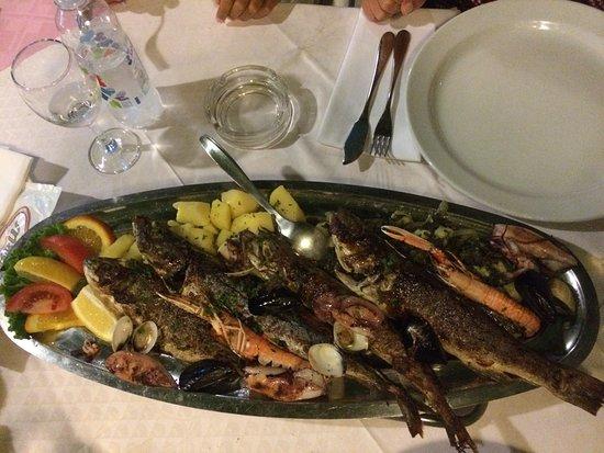 Banjol, Croacia: Piatto di pesce Dado per 2 persone