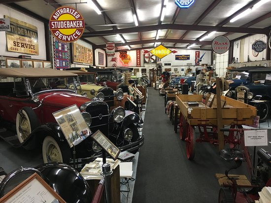 Cairo, GA: Building 1 on the Cario Antique Car Museum