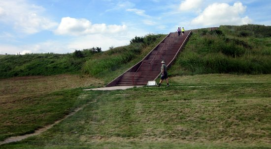 Collinsville, Илинойс: Stairway to a mound.