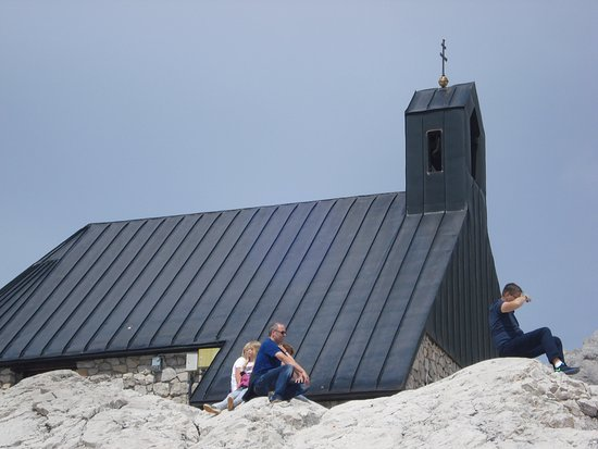 Aussichtsplattform AlpspiX : Church very close to it
