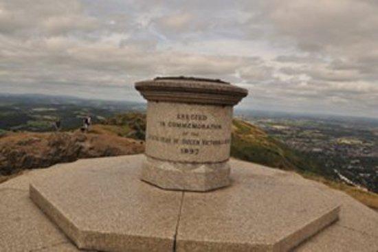 Colwall, UK: 頂上、日中は人の写っていない写真を撮るのが大変でした