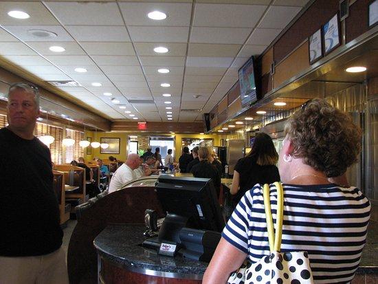 Baker's Restaurant: Inside