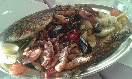 Jasenice, Kroatien: Piatto di pesce bartol