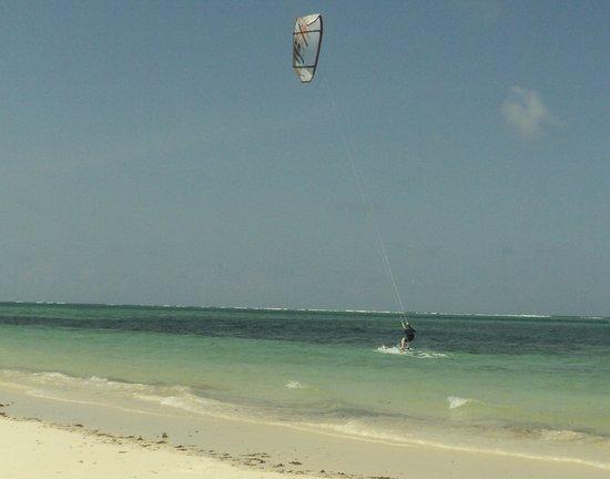Nyali Beach: Kitesurfing