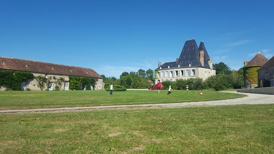 chateau de villiers essay normandie Surrounded by a large garden, 4 km from essay, this chateau has spacious soundproofed rooms with views over the garden and.