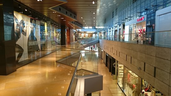 L 39 illa diagonal fotograf a de l 39 illa diagonal barcelona for Centro comercial l illa