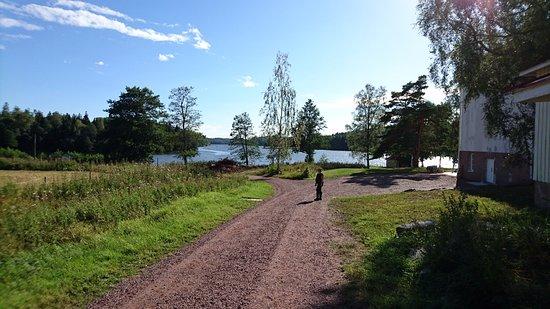Godby, Finnland: Johannas hembakkta finns till höger och omgivningen är mycket vackert!