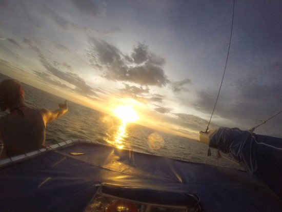 Nica Sail and Surf: Sunset cruise back to port
