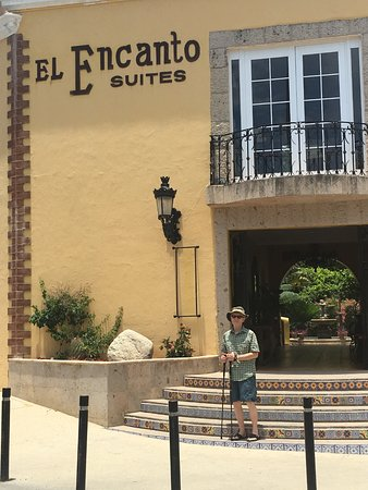 El Encanto Inn & Suites Boutique Hotel: Hotel entrance
