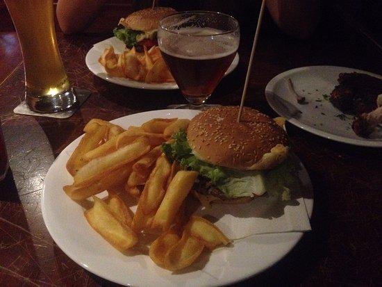 Pub Hotel Ristorante Nigra: Hamburger
