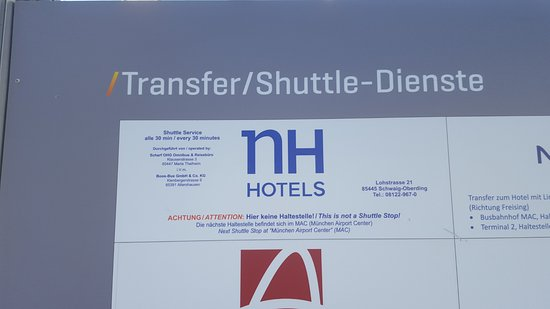 Schwaig, Alemania: Photo of confusing sign at shuttle stop - says the shuttle does not stop here when in fact it do