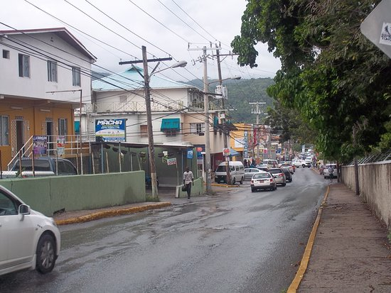 Hibiscus Lodge Hotel: Ocho Rios main road from ferry terminal to hotel, (a dump)