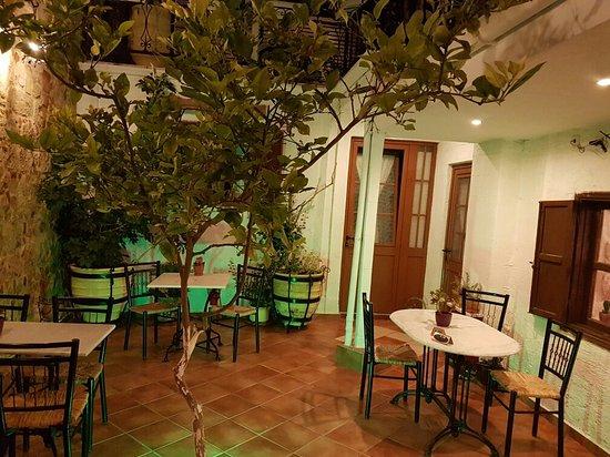 Cava d'Oro Hotel: 20160812_211905_large.jpg