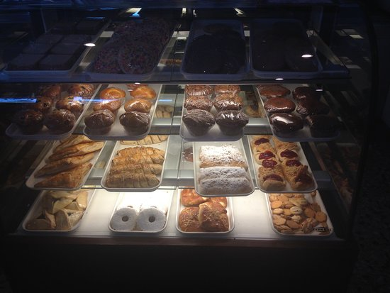 Woodbridge, Nueva Jersey: They have two baked goods sections.