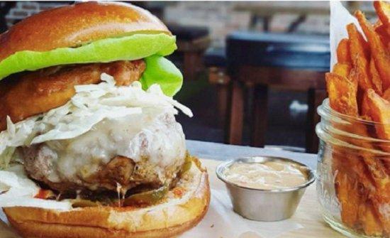 """Surrey, Kanada: Bison Burger, Beef """"Vindsala"""", White Bean Chicken Chilli, And Triple Berry Ice Cream Pie – The J"""