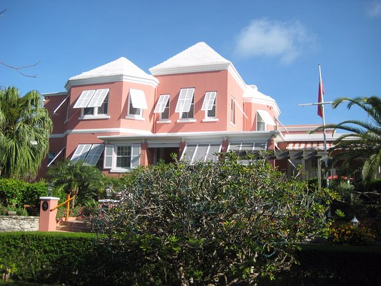 Royal Palms Hotel: a front view of the hotel from the garden