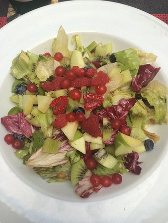 Tre Panoce: Gemischter Salat mit frischen Früchten