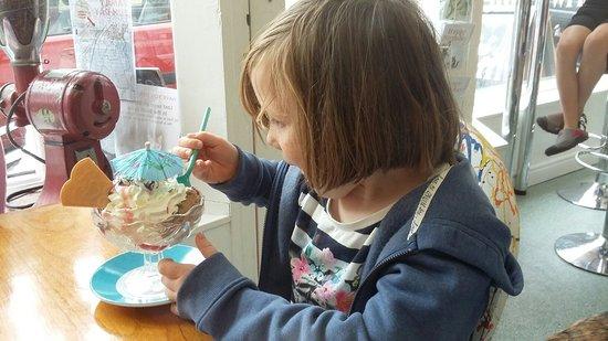 Uncle Albert's Ice Cream Emporium: 20160809_162825_large.jpg
