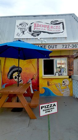 Bones Pizza Shack: View of the shack