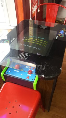 MacFly Bar Arcade: Table Top Video Game