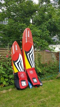 Plestin les Greves, Prancis: Chez Avel Zo Plestin c'est aussi la location de paddles (100 euros) par semaine.