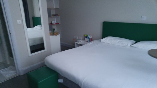 Ibis Styles London Croydon : Vista do quarto