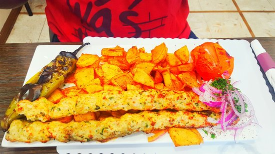 Монтебелло, Калифорния: Chicken Breast Kabob - very juicy, perfectly seasoned, with a side of Armenian Potatoes and Roas