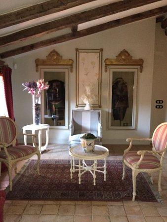Navarrete Del Rio, Spain: Schitterende kamer, en hotel lounge..