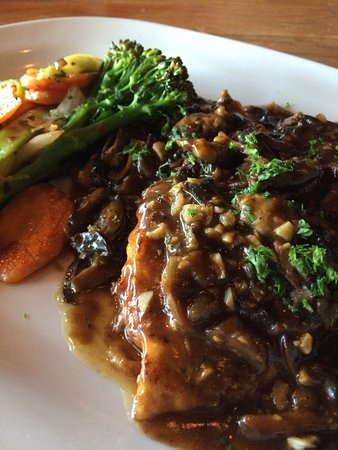 Wilmington Island, GA: The chicken Marsala entree.