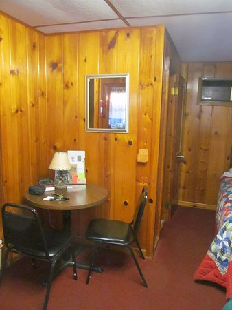 Ely, MN: Small dining table set in the corner with a view of the TV.