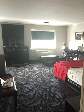Ramada Tuscaloosa: Sleeper sofa area is to left of TV, out of site